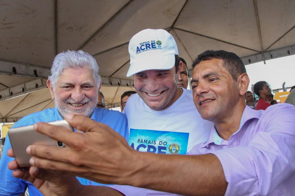 Gladson Cameli fez declaração durante anúncio de programa de recuperação de ramais  — Foto: Odair Leal/Asscom-AC