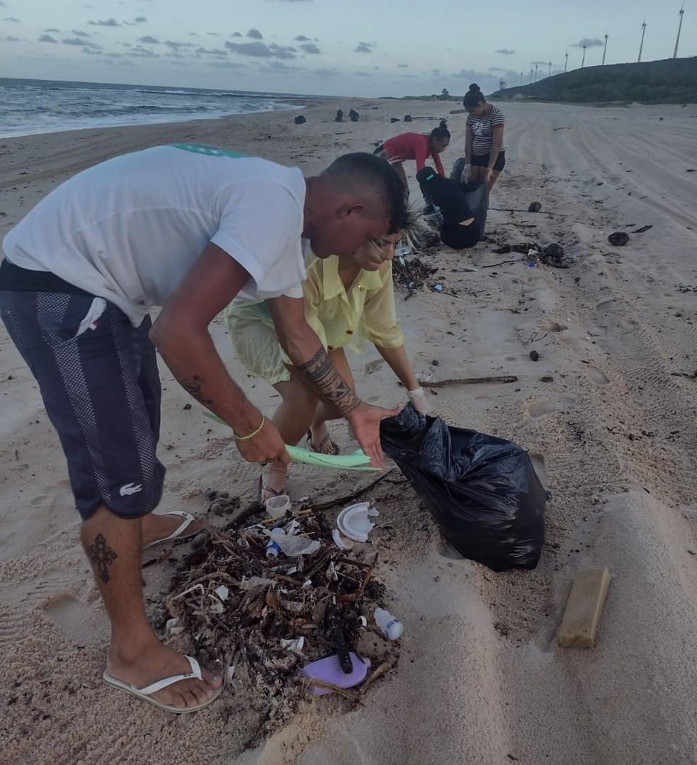 Uma grande quantidade de lixo foi encontrado em praias do litoral sul do Rio Grande do Norte nesta quinta (22) e sexta-feira (23). — Foto: Divulgação