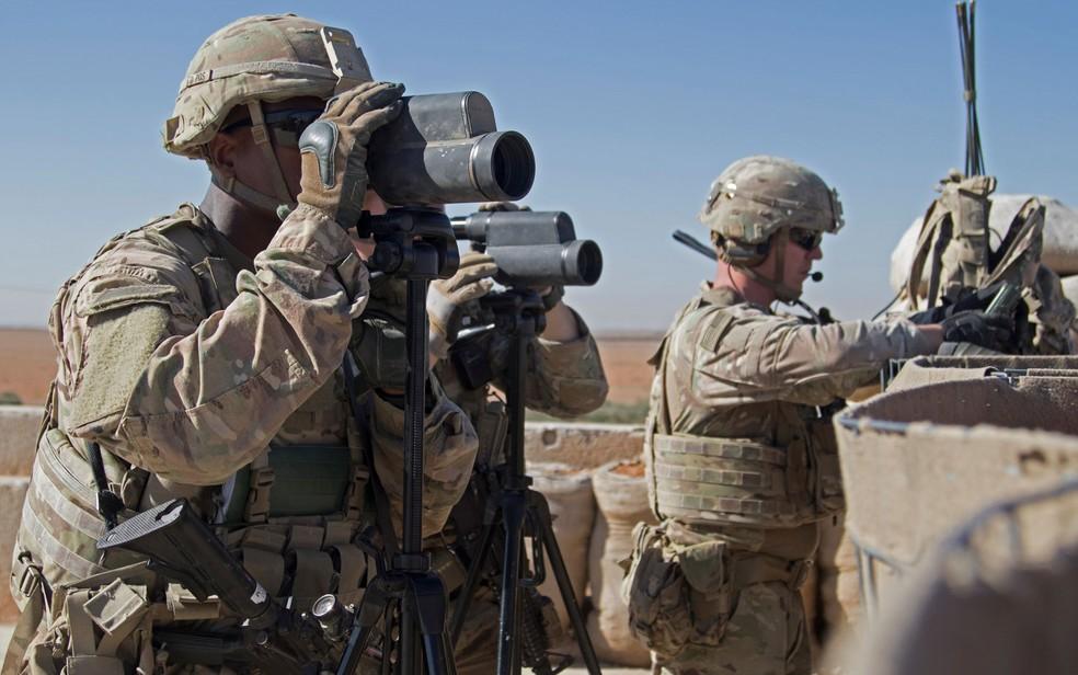 Soldados dos EUA patrulham área durante ação conjunta em Manbij, na Síria, em 1º de novembro de 2018 — Foto: Courtesy Zoe Garbarino/U.S. Army/Handout via Reuters