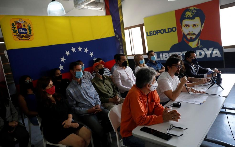 O líder de oposição Freddy Guevara concede entrevista coletiva em Caracas, na Venezuela, na terça-feira (31) — Foto: Reuters/Leonardo Fernandez Viloria