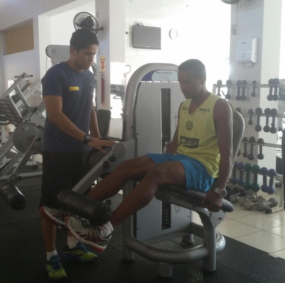 Gilmar Bahia faz treino na academia em busca de recuperação (Foto: Arquivo Pessoal)