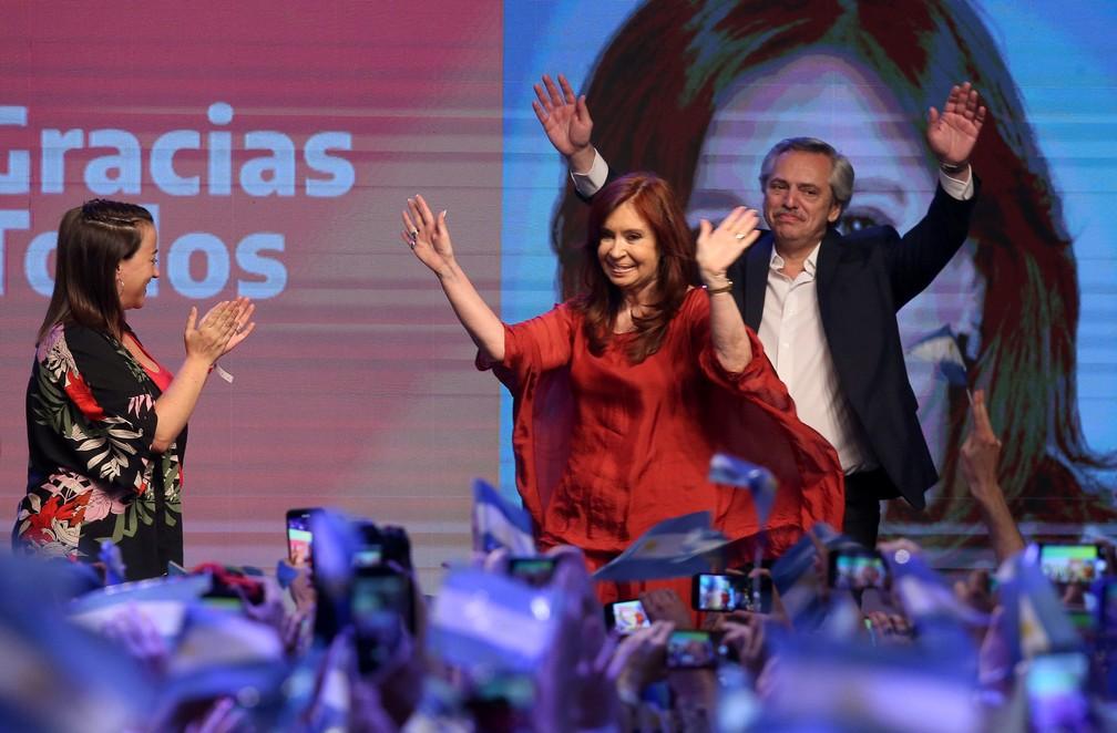 Cristina Kirchner e Alberto Fernández chegam para comemorar vitória no primeiro turno das eleições da Argentina — Foto: Agustin Marcarian/Reuters