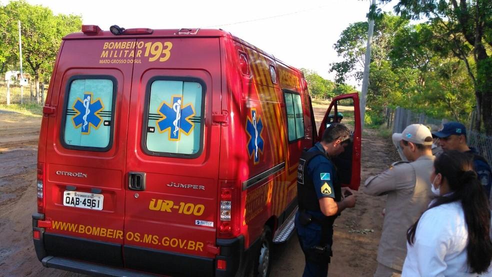 Vítima foi levada para unidade de emergência com ferimentos na cabeça (Foto: Osvaldo Nóbrega/TV Morena)