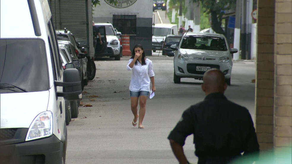 Danielle Estevão Fortes deixa a cadeia em Bangu após mais de 10 dias presa por engano — Foto: Reprodução/TV Globo