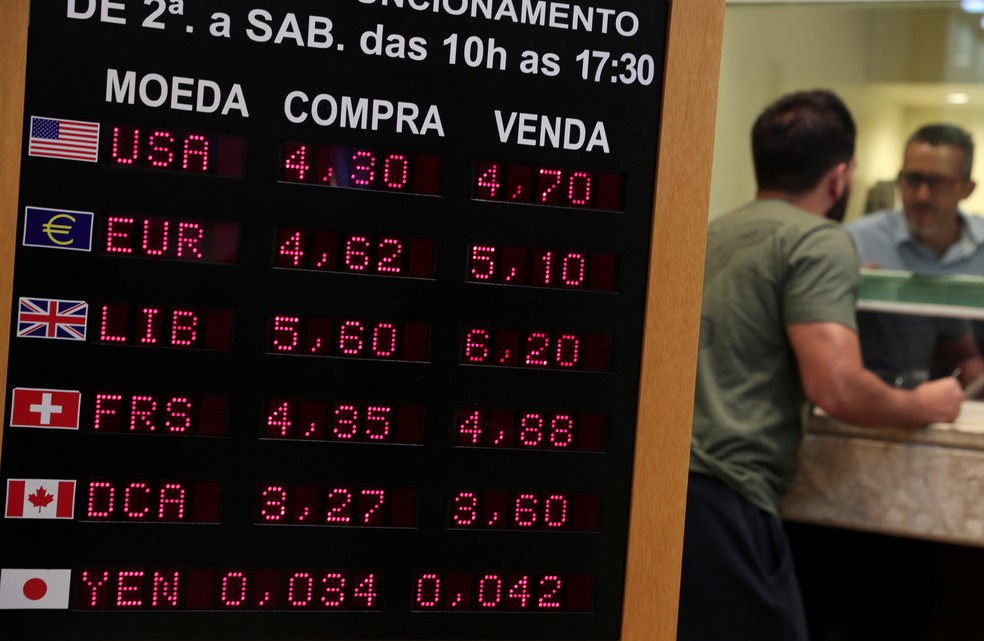 Currency exchange in São Paulo; tourism dollar sold around R $ 4.70 this Friday (3/13) - Photo: Amanda Perobelli / Reuters