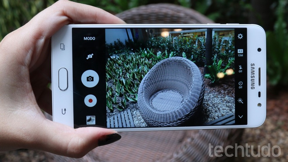 J7 Prime tem câmera de 13 megapixels, assim como o Pro (Foto: Ana Marques/TechTudo)