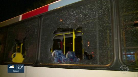 Motorista tem dia de fúria após batida em ônibus