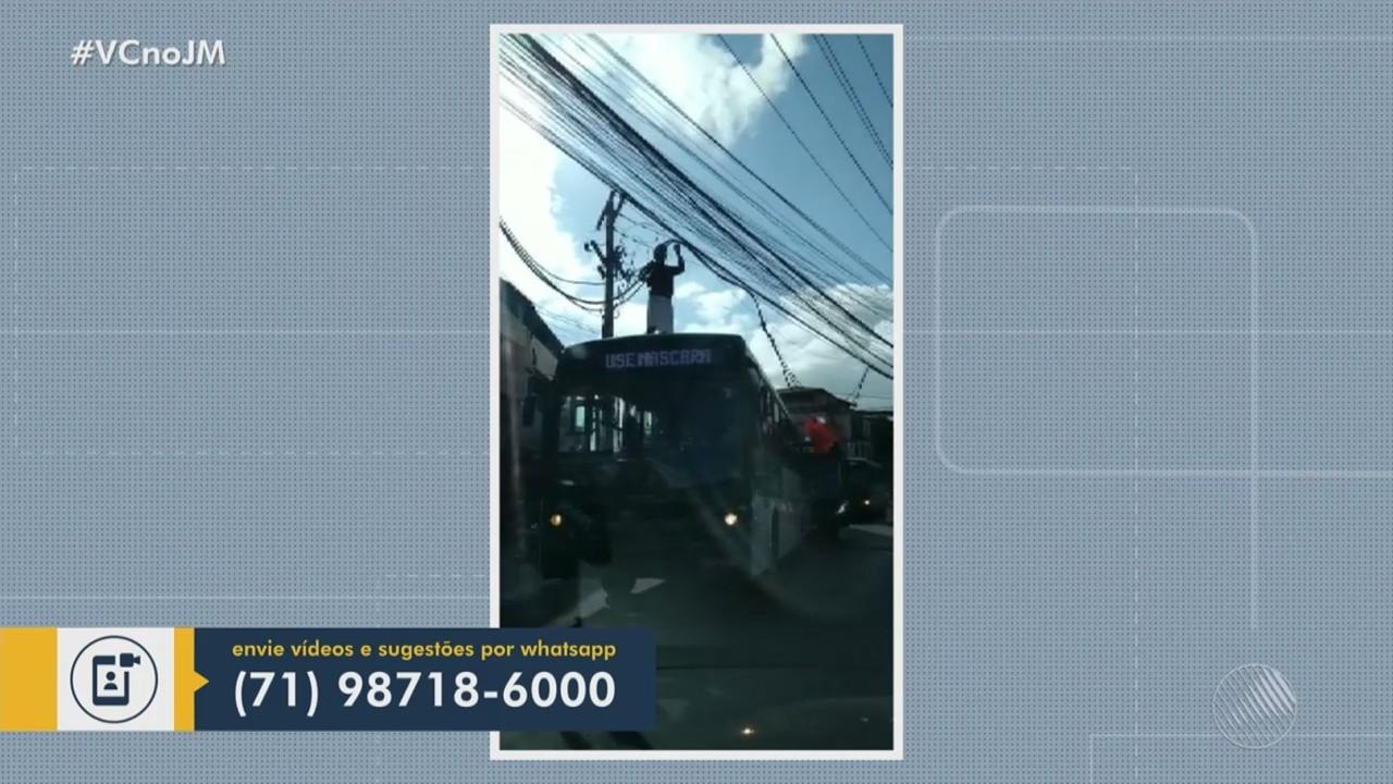 Fios soltos dificultam o tráfego de caminhões na Avenida Ulysses Guimarães, em Sussuarana
