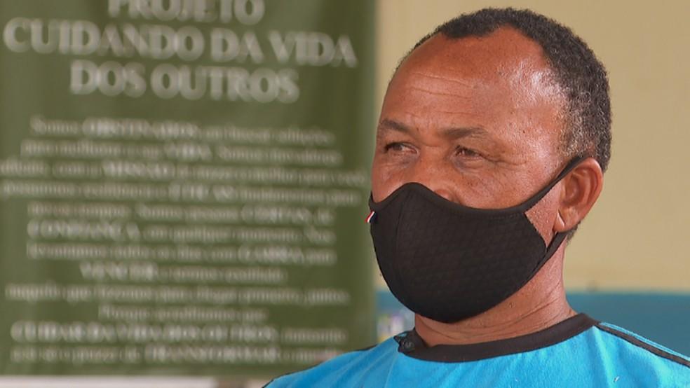 Carlos Antônio Ferreira constrói imagem de Nossa Senhora Aparecida em homenagem a alta hospitalar da esposa em Barretos (SP)  — Foto: Reprodução/EPTV