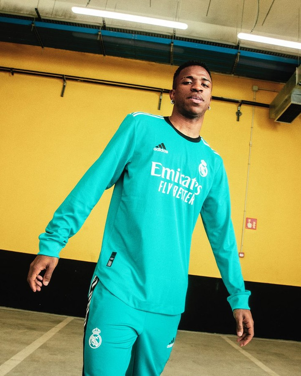 Vinicius Junior foi um dos modelos do novo uniforme — Foto: Divulgação/Real Madrid