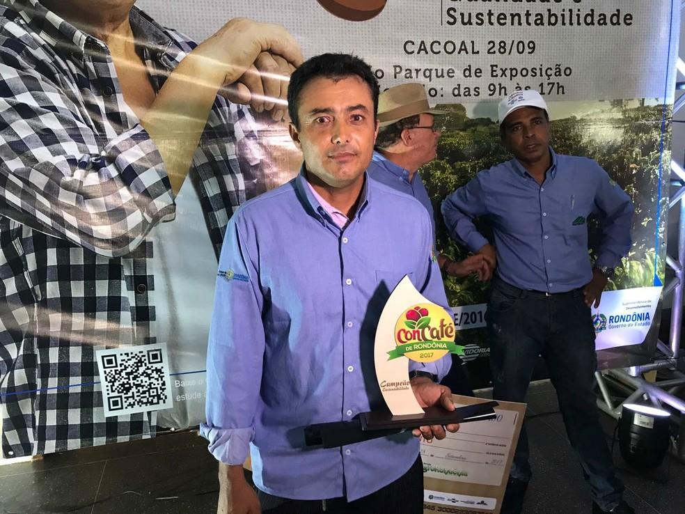 Vencedor do concurso de qualidade do café (Foto: Rogério Aderbal/G1)