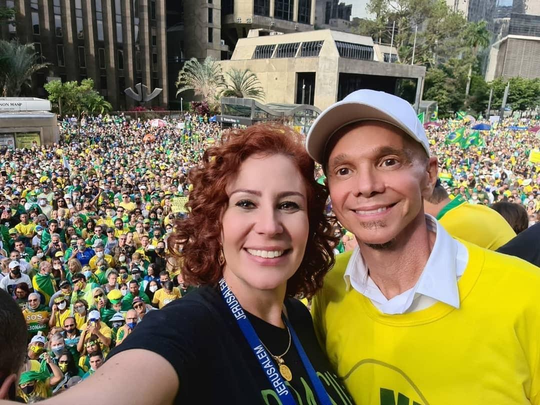 Autor de 'Milla' notifica Carla Zambelli para tirar vídeo em que Netinho canta hit em ato pró-Bolsonaro