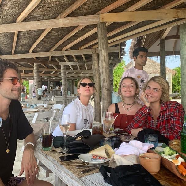 Rita Ora e Cara Delevingne juntas nas Maldivas (Foto: Reprodução/Instagram)
