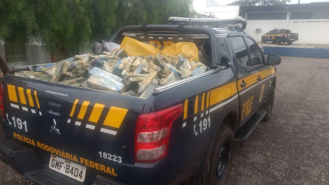 Dois homens e mulher grávida são presos com cerca de 700 kg de maconha na Grande BH