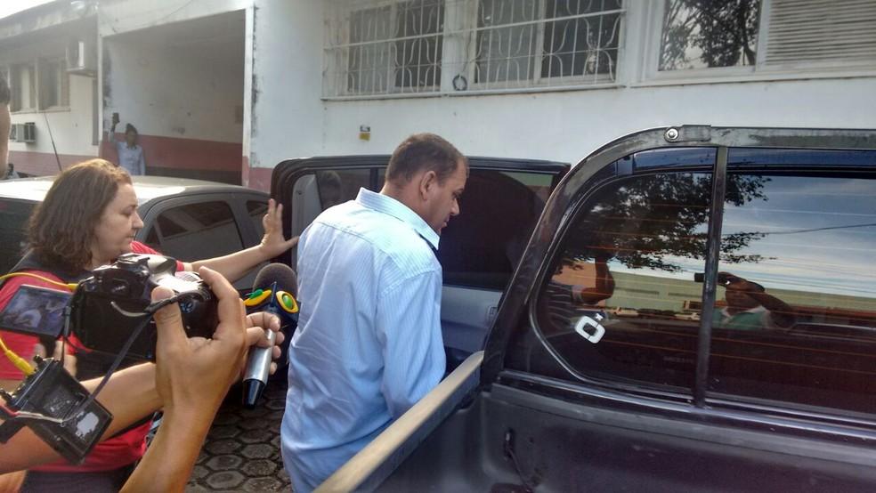 Vereador Clodoaldo passou por exames e seguiu para presídio (Foto: Rede Amazônica/Reprodução)