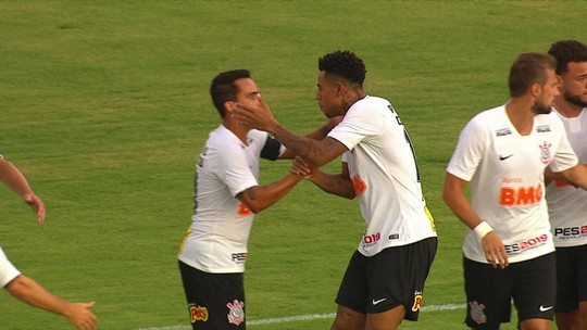 Artilheiro gamer? Gustavo comemora gol do Corinthians com dança típica do Fortnite