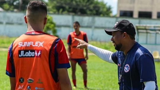 Tiago Batizoco comandando o último treino do Porto Velho antes da partida contra o União (Foto:  Facebook/Porto Velho)