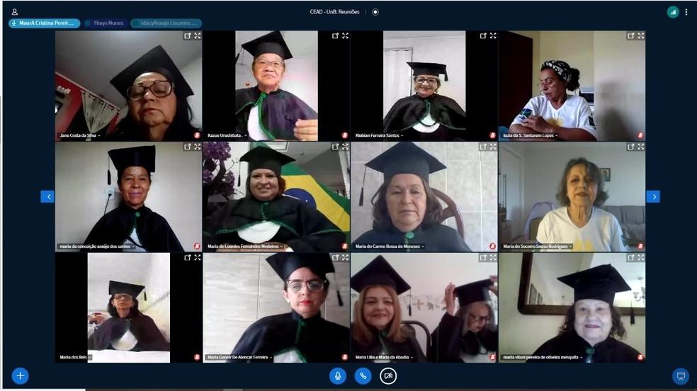 Idosos se formam, pela internet, na Universidade do Envelhecer — Foto: Maria de Lourdes Fernandes/Arquivo pessoal