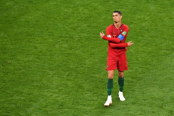 O craque português Cristiano Ronaldo lamentando o empate entre sua seleção e a equipe iraniana na Copa do Mundo (Foto: Getty Images)