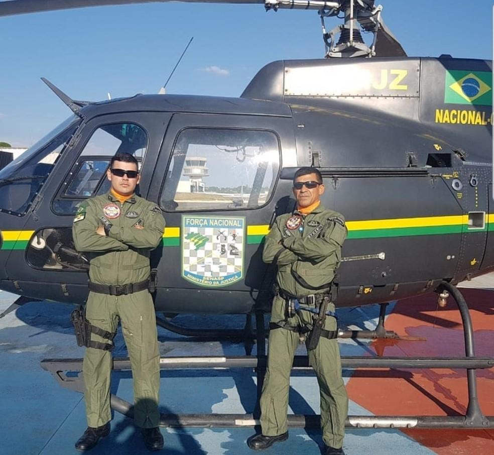 Capitão Djalma Romualdo Brito Galvão e o sargento Flávio Henrique de Mendonça vão trabalhar em um helicóptero da Força Nacional — Foto: PMRN/Divulgação