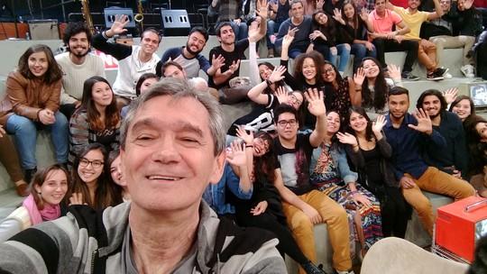 Plateia faz selfies com o Moto G Plus durante o Altas Horas
