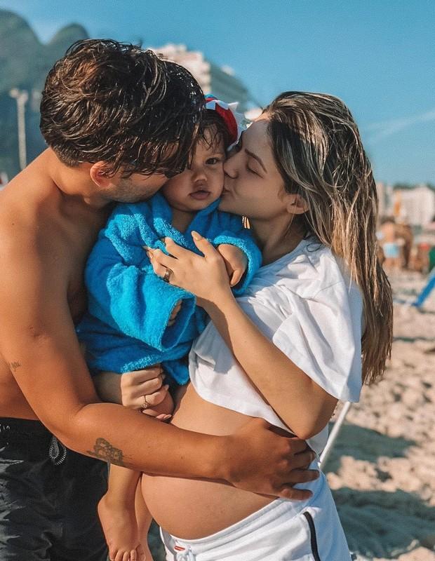 Jonathan Couto, Sarah Pôncio e o filho  (Foto: Instagram/Reprodução)
