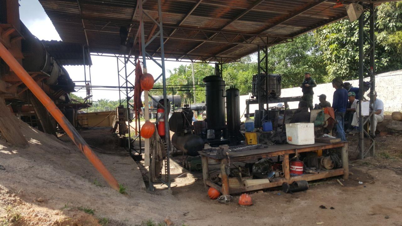 Ipaam interdita duas fábricas de asfalto sem licença ambiental em Itapiranga, no AM