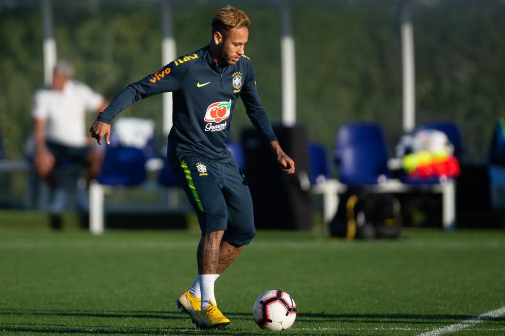 Neymar fez várias chacrinhas com Alex Sandro e Renato Augusto — Foto: Pedro Martins/MoWa Press