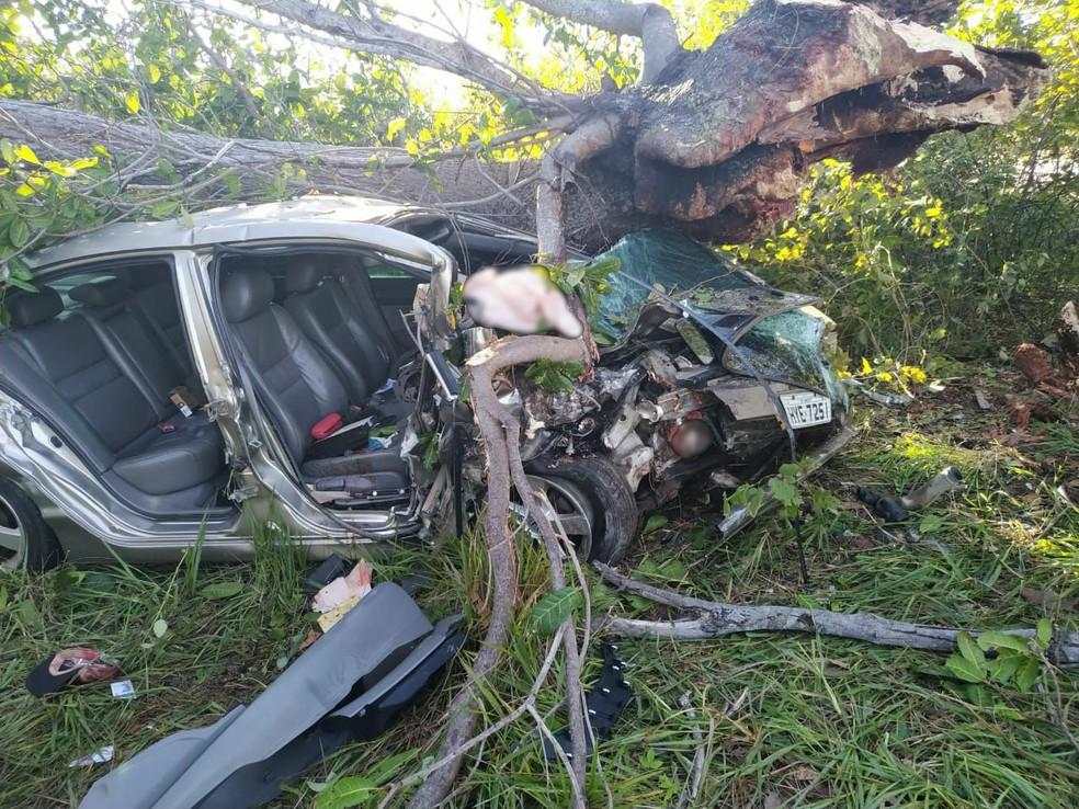 Carro envolvido em acidente na BR-304, em Aracati, no Ceará. — Foto: Arquivo Pessoal