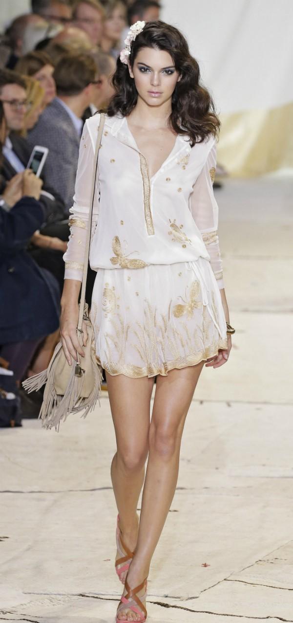 Kendall Jenner com as pernas depiladas durante a New York Fashion Week (Foto: Getty Images)
