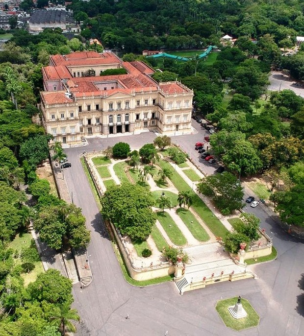 Mais antigo do país, Museu Nacional atingido por incêndio foi casa da família real (Foto: Agência O Globo)