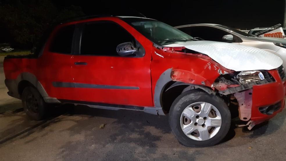 Condutor que provocou acidente dirigia uma pick-up vermelha  — Foto: Sérgio Henrique Santos/Intertv Cabugi