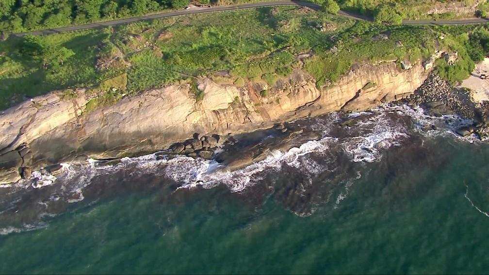 Vista aérea da Praia do Secreto, piscina natural formada na encosta da estrada da Prainha — Foto: Reprodução/TV Globo