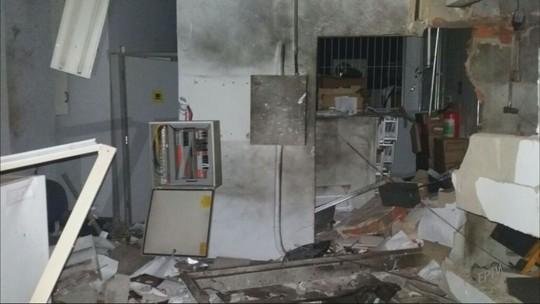 Grupo armado explode cofre de agência bancária em Ibiraci, MG