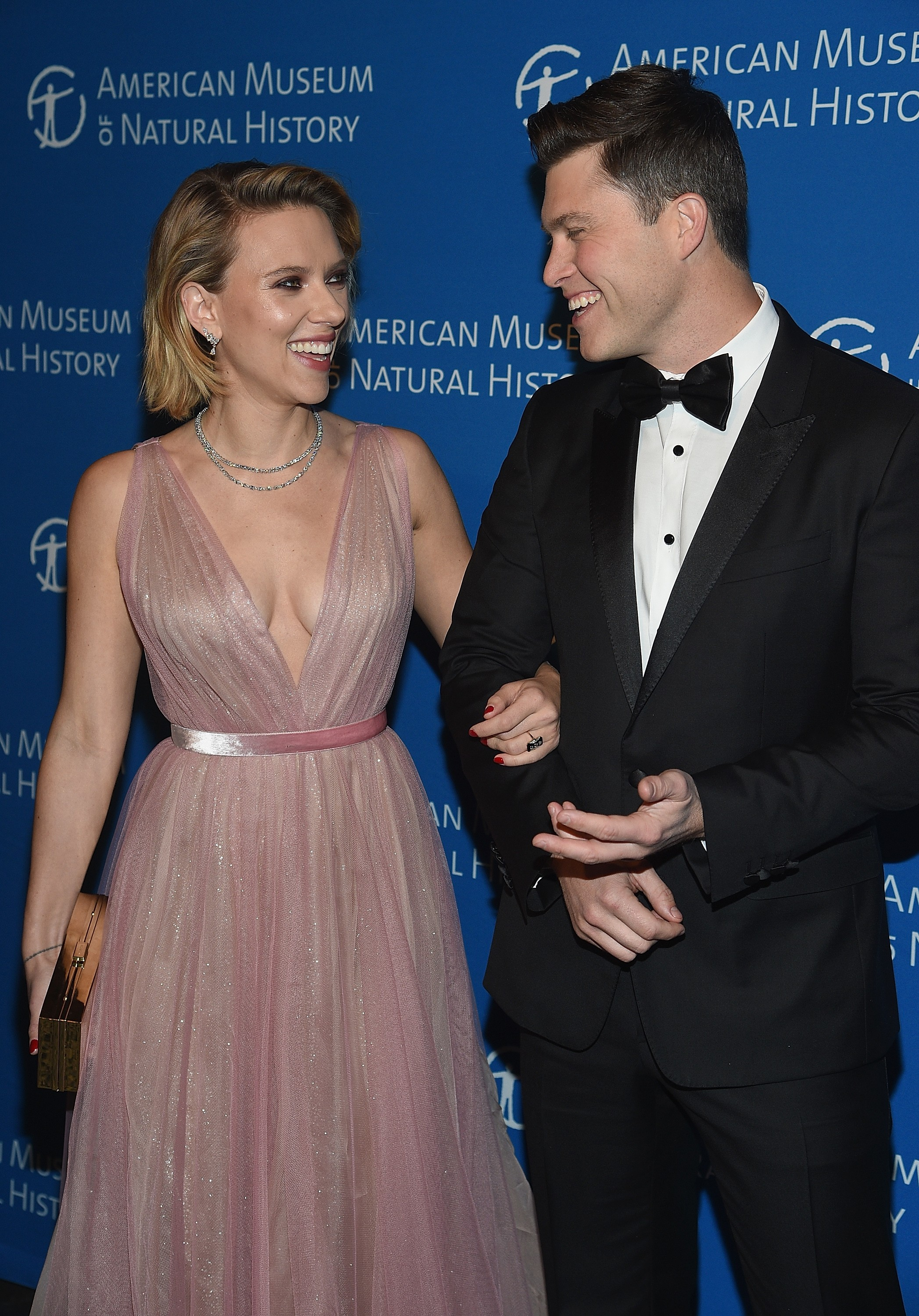 Hollywood actress Scarlett Johansson with her boyfriend, comedian Colin Jost (photo: Getty Images)