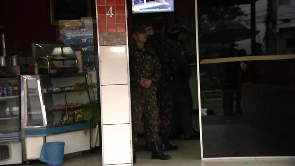 Militares do Exército foram ao local do acidente em Carapicuíba (Foto: Reprodução/TV Globo)