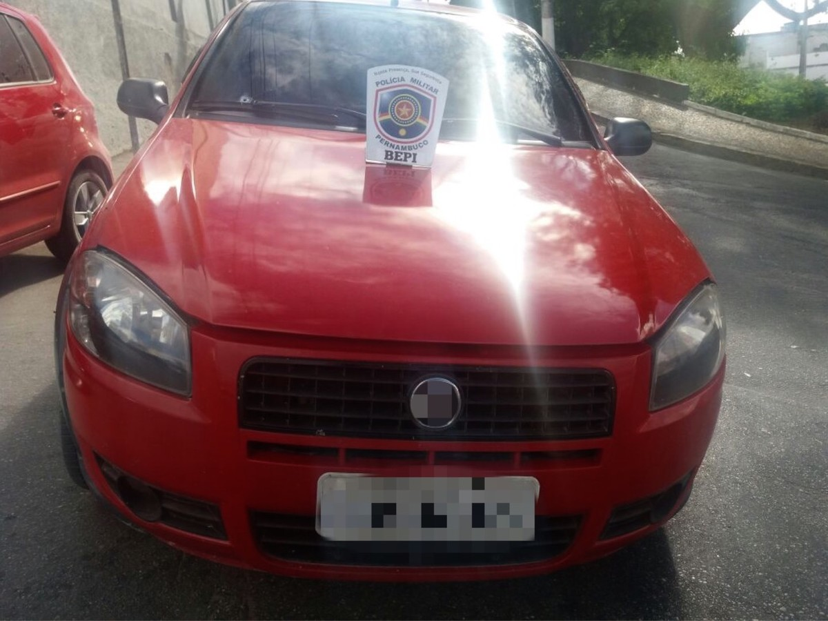 Carro roubado é recuperado e assaltante é preso em Jupi