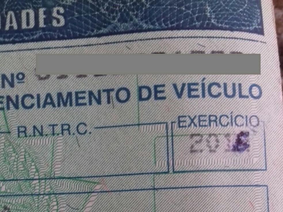 Documento estava com a validade e o exercício alterado de caneta, segundo a PRF.  (Foto: Divulgação/PRF)