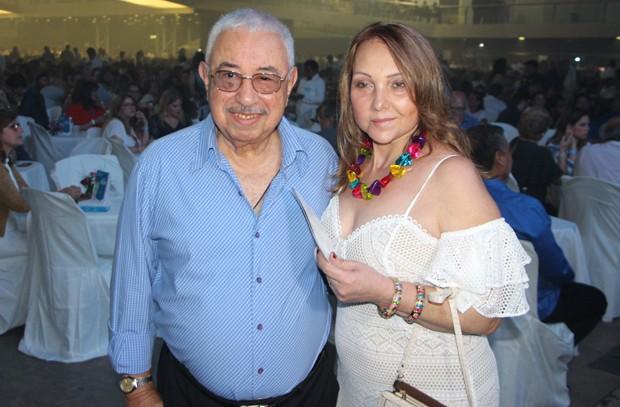 Carlinhos, irmão de Roberto Carlos, com a mulher (Foto: AgNews)