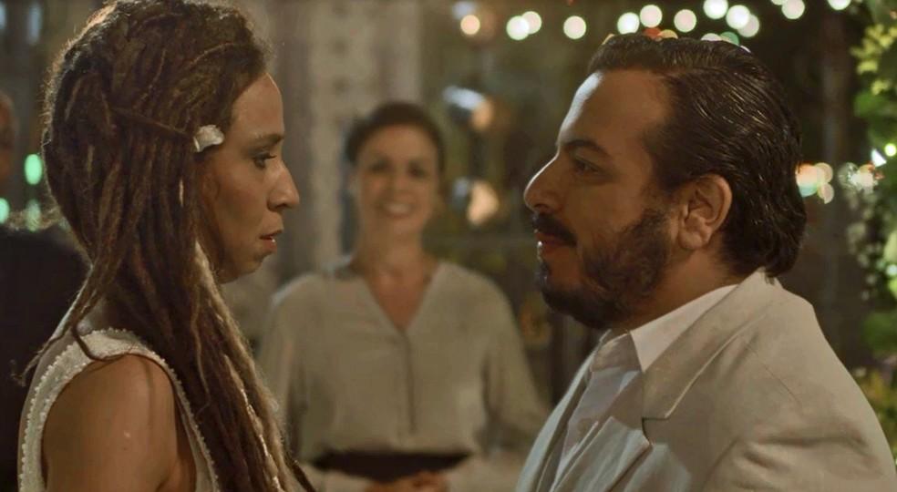 O casamento vai voltar a acontecer e Clóvis vai fazer uma declaração emocionante — Foto: TV Globo