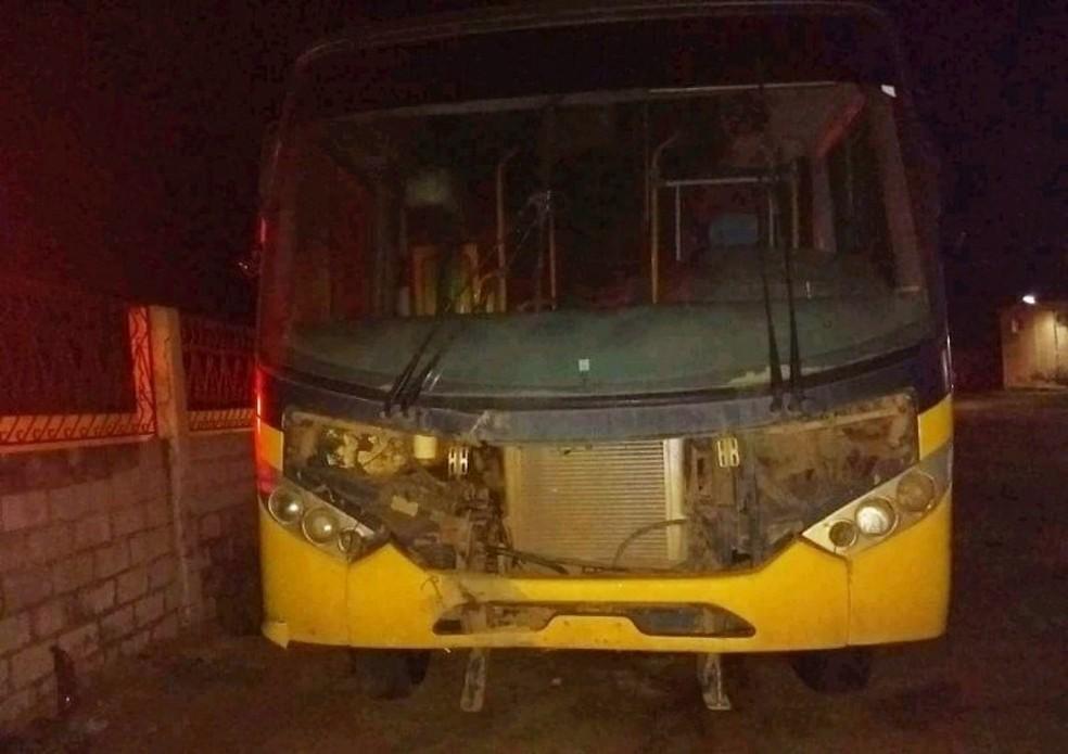 Em Umarizal, alvo dos criminosos foi um ônibus escolar (Foto: PM/Divulgação)