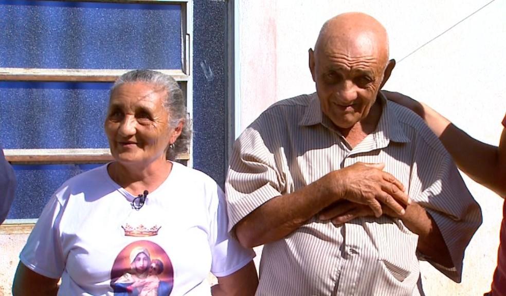 Antônio Vicente da Silva ao lado da irmã, Josefa, em Ituverava, SP — Foto: Carlos Trinca/EPTV