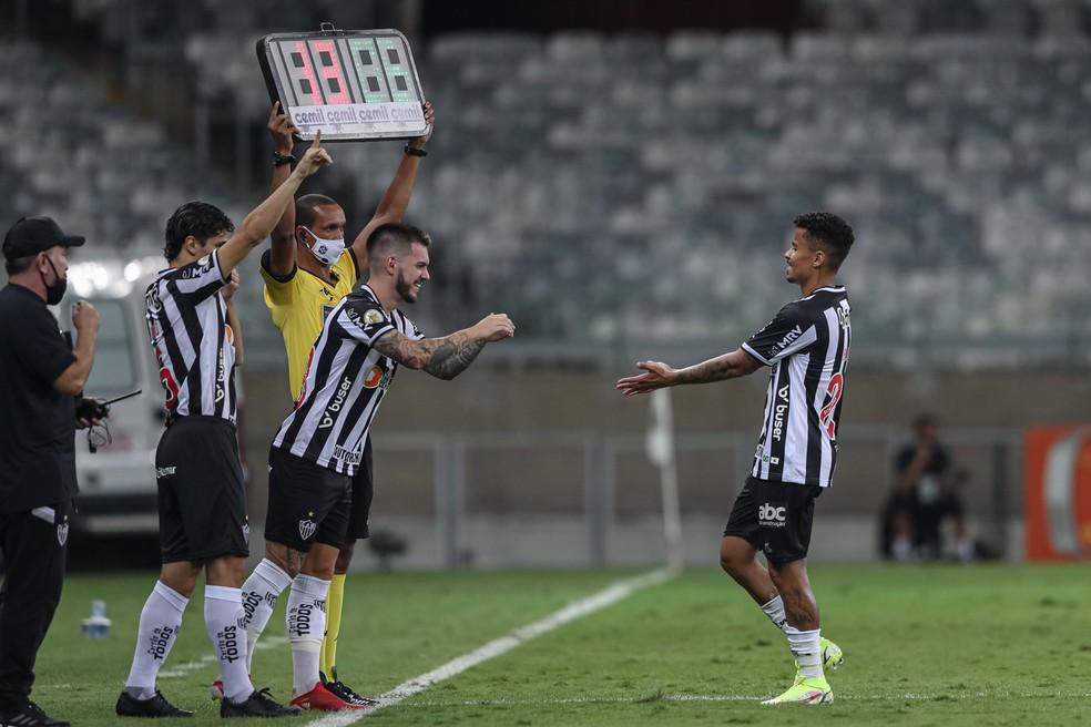 Cuca aproveitou para descansar alguns titulares, como Allan — Foto: Pedro Souza / Atlético-MG