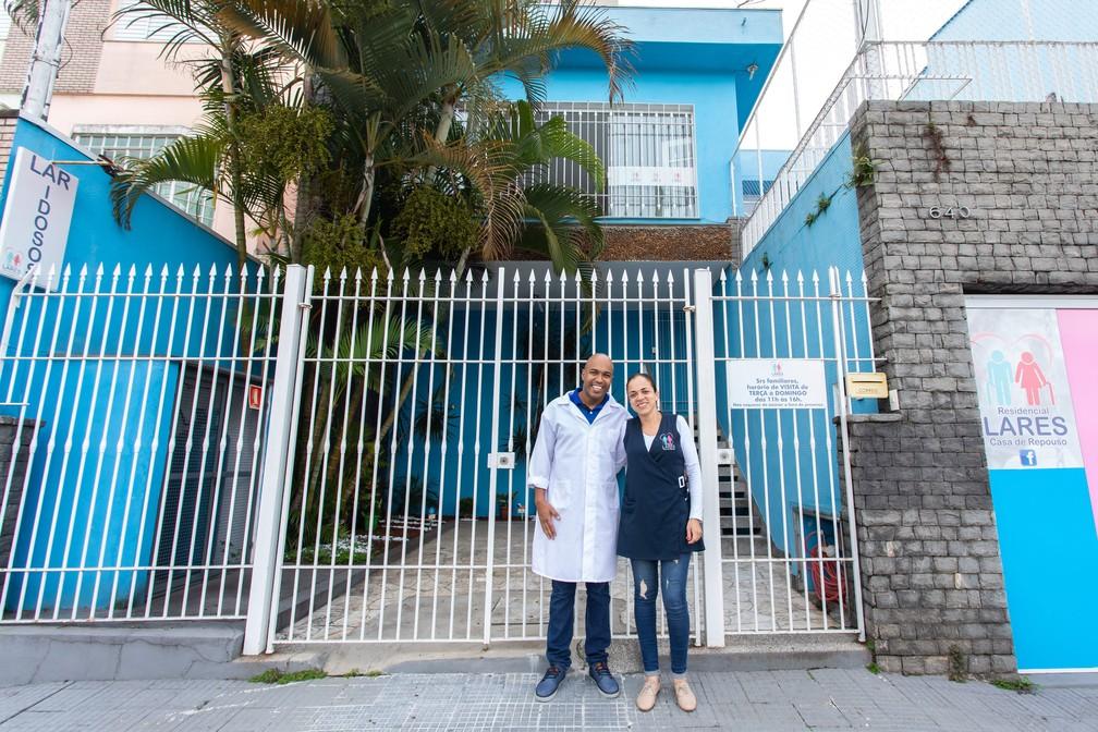 Guilherme e Susiene ganharam experiência para tocar o negócio e esperam aumento no número de hóspedes — Foto: Celso Tavares/G1