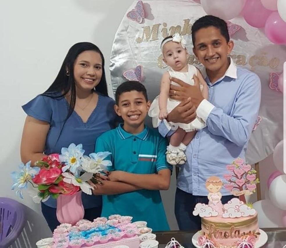 Joel com esposa e filhos — Foto: Joel Mistokles