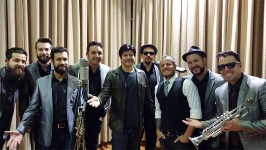 Paulo Ricardo grava clipe de 'Louras Geladas' com a Big Time Orchestra, do 'SuperStar'