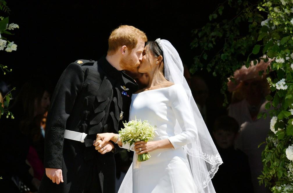 O beijo de Príncipe Harry e Meghan Markle após casamento na capela de São Jorge (Foto:  Ben Birchall/Pool via Reuters)