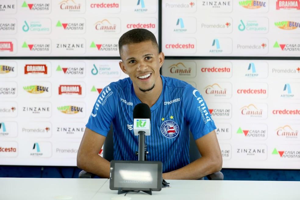 Pablo concede entrevista no Bahia — Foto: Felipe Oliveira/ EC Bahia
