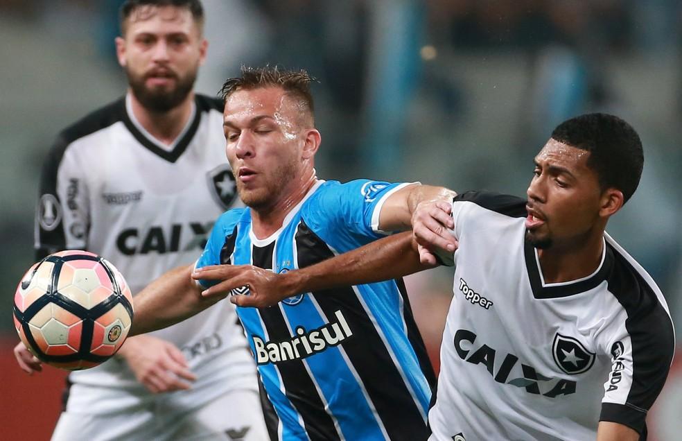 Botafogo e torcida viveram intensamente 14 jogos na Libertadores (Foto: Reuters)