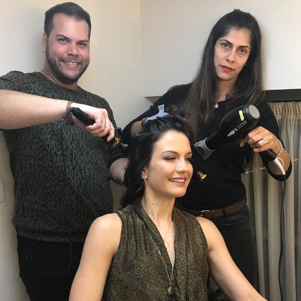 Kyra é penteada por Pedro Daudt e Rosana Lima (Foto: Fernanda Tuber/Divulgação)